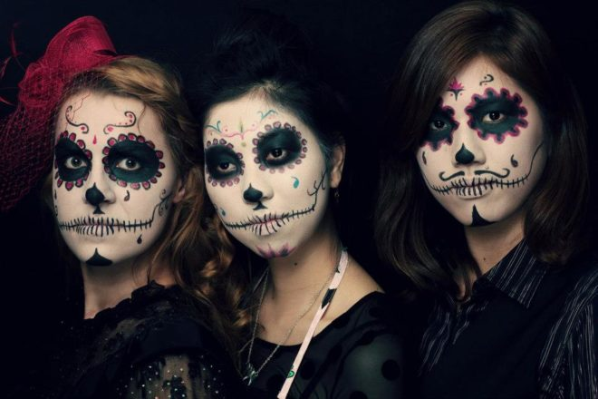 Salon Zwei Sugar skull Make-Up, Dia De Los Muertos oder Karneval