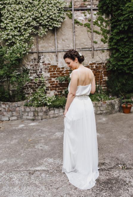 Braut mit natürlichem Make Up und Hochsteckfrisur von Salon Zwei